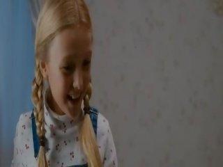 Καυτά Έφηβος/η κορίτσια τρώει μουνί